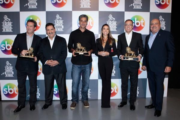 Premiação: Alberto Freitas (Agência Matriz), Ratinho (SBT), Bruno Prosperi (AlmapBBDO), Patricia Abravanel (SBT), Denis Alessandro (Zaffari) e Glen Valente (SBT)  Lourival Ribeiro