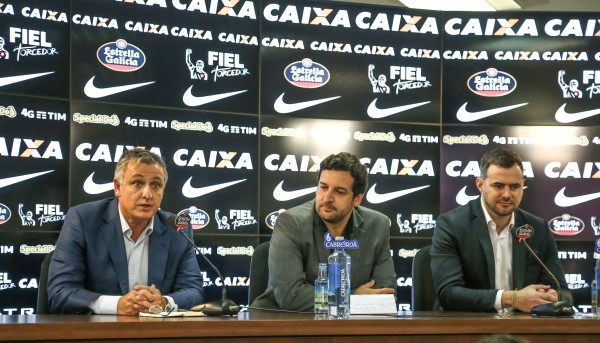 São Paulo 06/09/2016 Anuncio parceria Estrella Galicia e Corinthians Paulista. Esq/Dir Fabio Rodrigues (Diretor Geral Estrella Galicia no Brasil) , Gustavo Herbetta (Superintendente de Marketing do SC Corinthians Paulista ) e Juan Paz ( Diretor de Marketing Estrella Galicia no Brasil) Foto Paulo Pinto