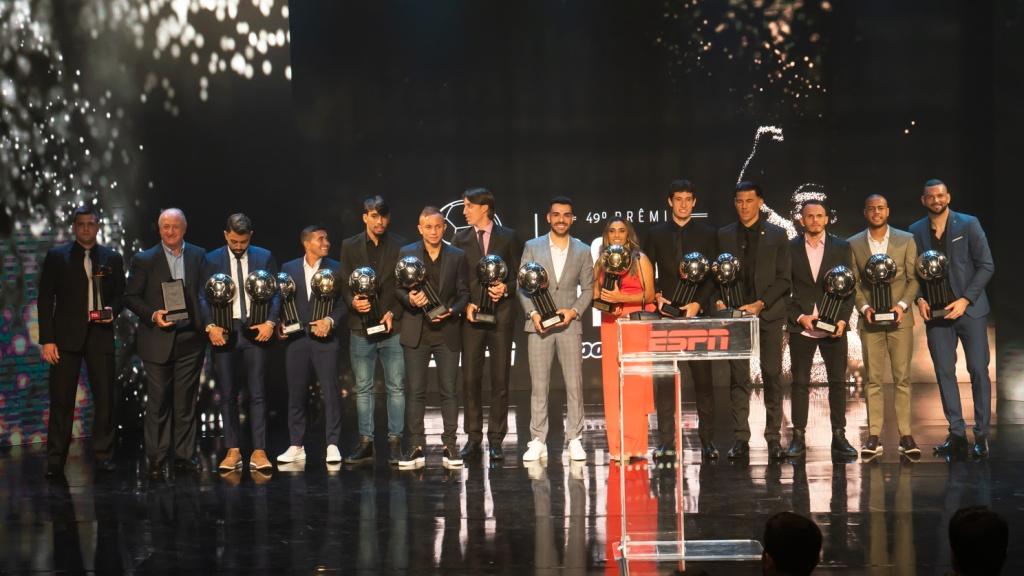 4dc3205d60 Troféu ESPN Bola de Prata Sportingbet premia melhores do Campeonato  Brasileiro 2018  confira os nomes